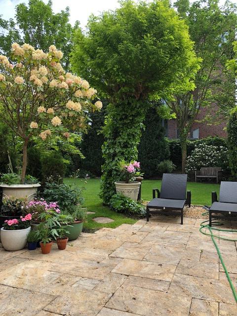 Terrasse-mit-Gartenblick-2